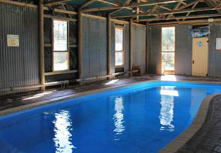 Lovedale Cottages pool